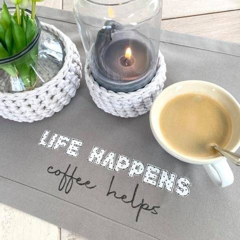 Stickdatei Life happens - coffee helps Statement