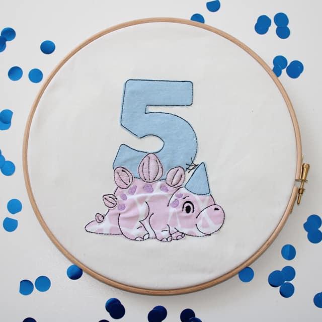 Stickdatei Dino 5. Geburtstag Doodle Set