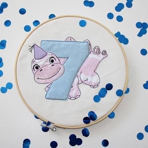 Stickdatei Dino 7. Geburtstag Doodle Set
