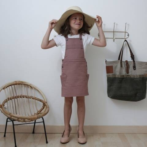Eissaure pinafore dress sewing pattern - Size 2 to 14 at Makerist