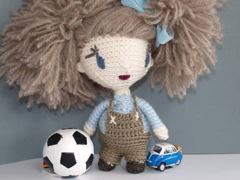 Crochet Doll Tutorial - Lily at Makerist