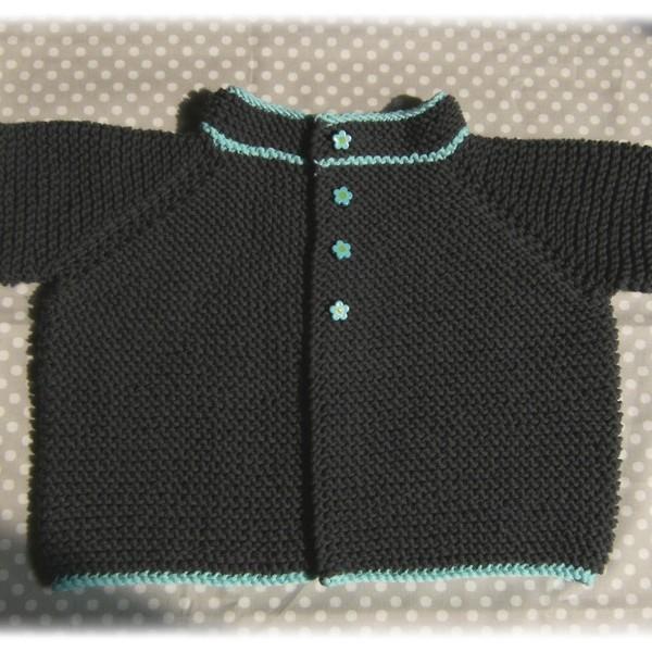 Gilet bébé au point mousse T1a - tricot gratuit