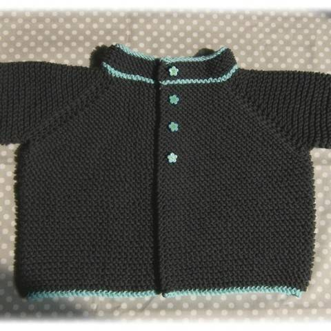 Gilet bébé au point mousse T1a - tricot gratuit chez Makerist