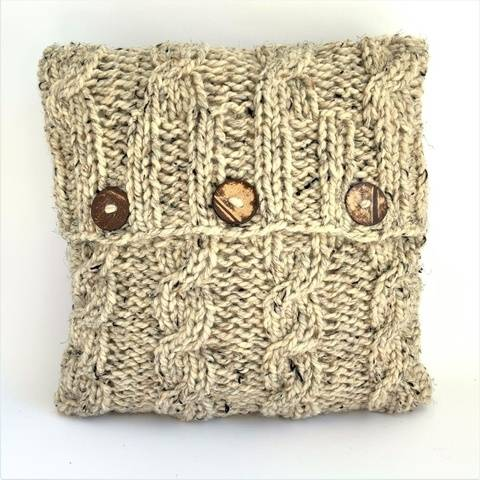 Knitting pattern - chunky cushion pillow - 4 Cables