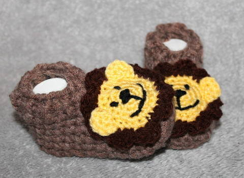 lions socks three different sizes (3,5, 4,3, 5,1 inches)