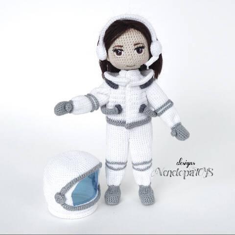 Häkelanleitung Puppe in einem Astronauten Kostüm