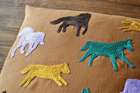 running horses cushion cover at Makerist