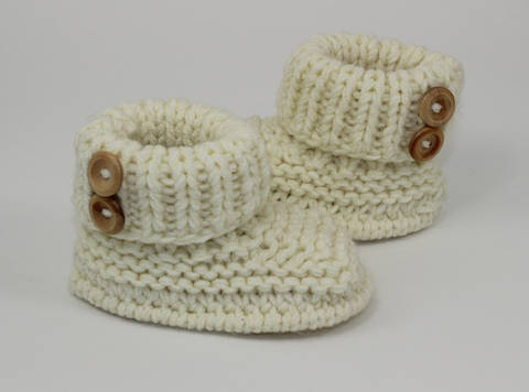 Baby Chunky 2 Button Booties at Makerist