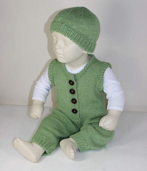 Baby Dungarees and Beanie Hat at Makerist - Image 1