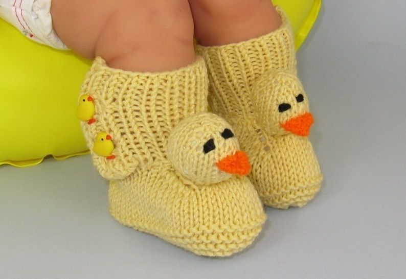 FREE Baby Chick Booties (Bootees) - Knitting at Makerist - Image 1