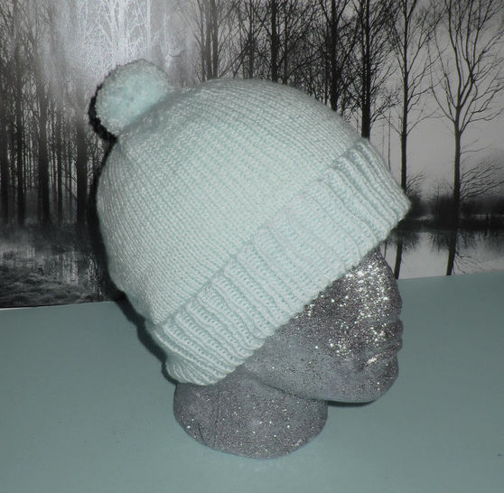 Simple Bobble Beanie at Makerist - Image 1