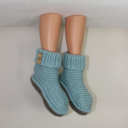2 Button Super Chunky Slipper Boots knitting pattern at Makerist - Image 1