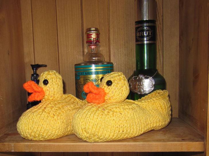 Rubber Duck Bathroom Slippers - Knitting at Makerist - Image 1