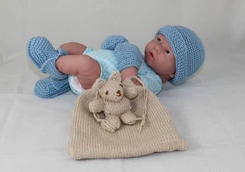 Baby Shower Gift Bag -5 designs in one knitting pattern at Makerist