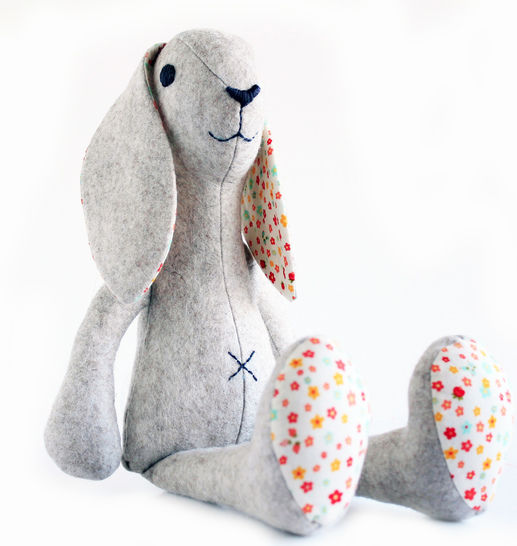 Bunny rabbit sewing pattern - Stuffed toy sewing pattern  at Makerist - Image 1