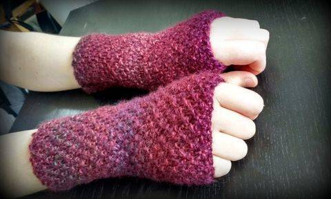 Easy Fingerless Gloves at Makerist
