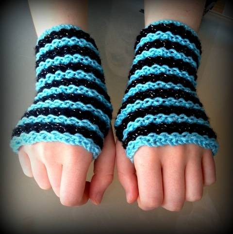 Striped Fingerless Gloves at Makerist