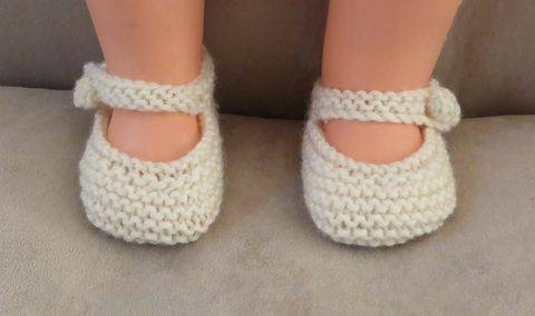 Mary Jane baby shoes in 8ply - knitting pattern - Tara at Makerist