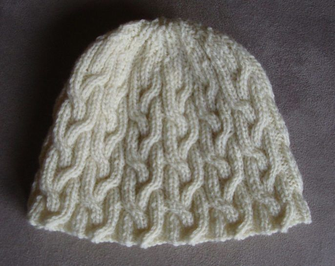 Plaited cable beanie in 8ply - 2 years to Lady - knitting pattern - Holly at Makerist - Image 1