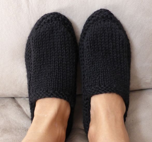 Family 12ply slippers - PDF knitting pattern - Sawyer at Makerist - Image 1