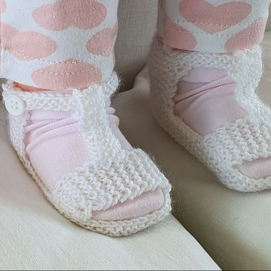Baby sandals with optional T-bar in 3ply yarn - Christina at Makerist - Image 1