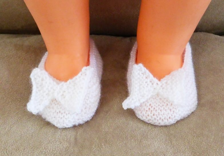Garter stitch baby shoes with knitted butterfly - Bella at Makerist - Image 1