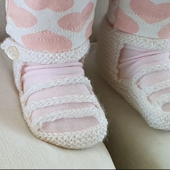 Baby sandals with three foot straps, in 3ply - Jacinta at Makerist - Image 1