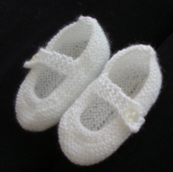 Mary Jane style baby shoes in 3ply yarn - Alicia