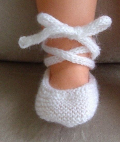 Baby ballet shoes with i-cord ankle tie, in 3ply yarn - Natasha at Makerist - Image 1