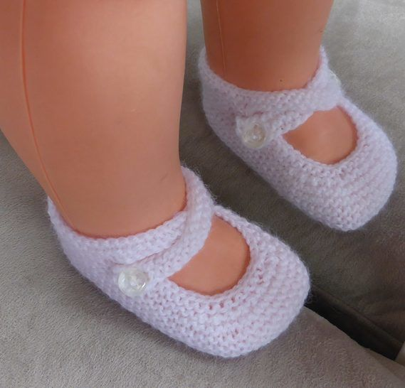 3ply garter stitch baby shoes with two ankle straps - Tania at Makerist - Image 1
