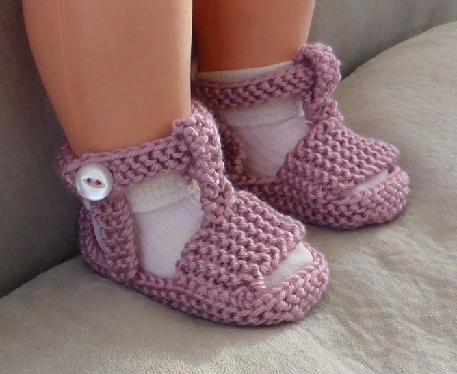 Garter stitch sling back sandals in 8ply with T-bar and ankle strap - Hanna at Makerist - Image 1
