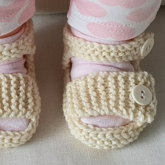 Baby sandals with buttoned ankle and foot straps - Larissa at Makerist - Image 1