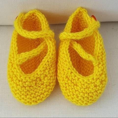 8ply garter stitch baby shoes with criss-cross strap - Erica
