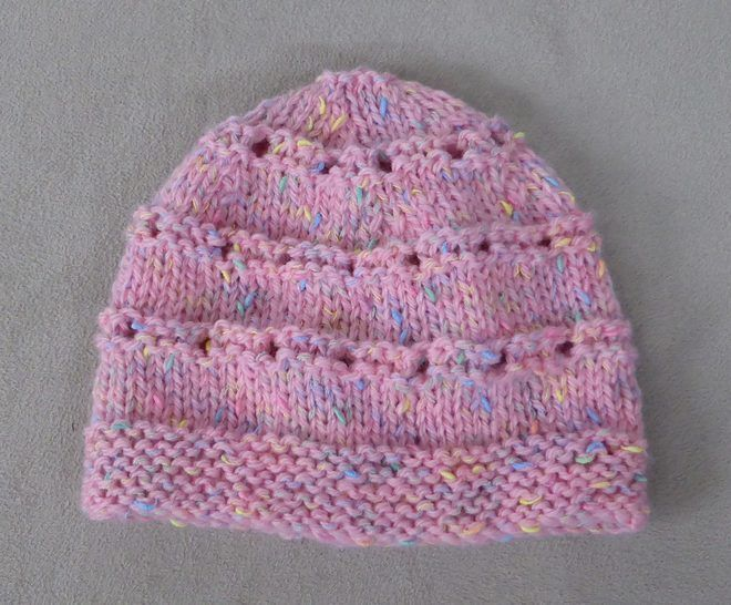 Prem & newborn 8ply eyelet beanie - knitting pattern - Ally at Makerist - Image 1