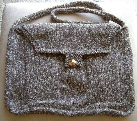 8ply messenger bag with two pockets knitting pattern - Bailey at Makerist