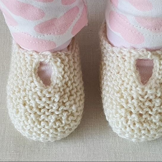 Garter stitch baby shoes or slippers in 8ply yarn - Anita at Makerist - Image 1
