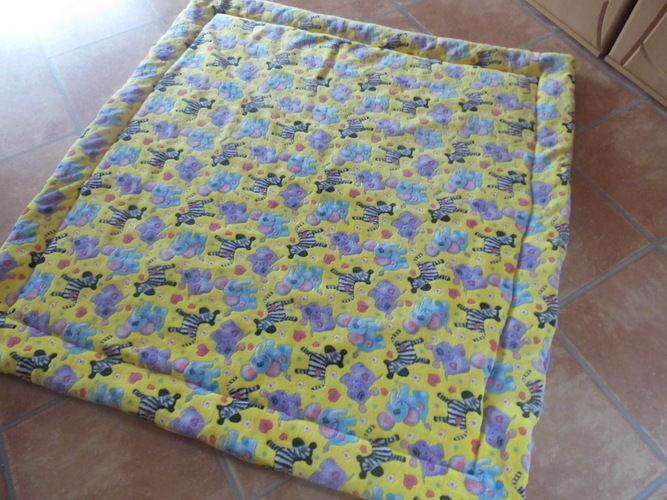 Makerist - Kuschel-Fleece-Krabbel-Decke aus Kuschelfleece und Volumenvlies - Nähprojekte - 1