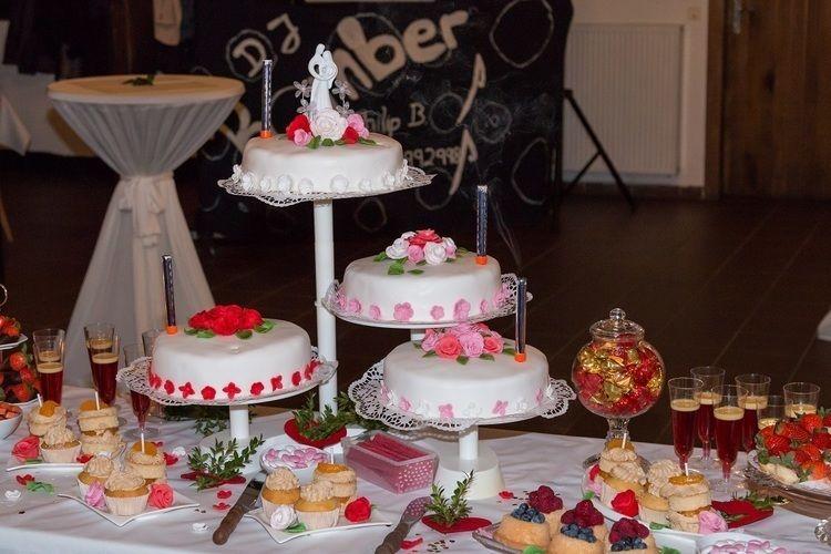 Makerist - Sweet Table zur Hochzeit meines Sohnens - Torten, Cake Pops und Cupcakes - 1