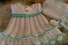 Makerist - gehäkeltes Baby-Kleidchen - 1