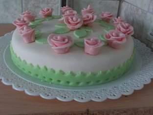 Motiv-Torte mit selbst hergestellten Fondant-Rosen