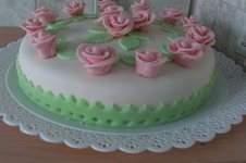 Makerist - Motiv-Torte mit selbst hergestellten Fondant-Rosen - 1
