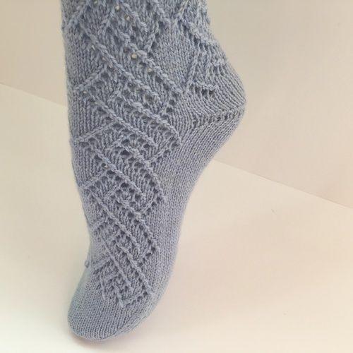 Makerist - Socke in hellblau mit Lochmuster, Gr. 38/39 - Strickprojekte - 1