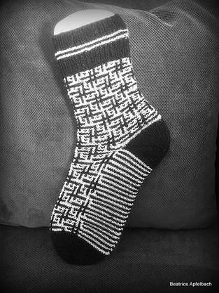 "Makerist - ""Black ans White"" Socken - 1"
