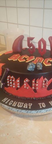 Makerist - ACDC Torte - Torten, Cake Pops und Cupcakes - 2