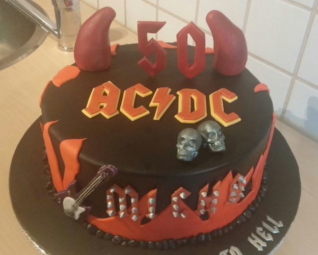 Makerist - ACDC Torte - Torten, Cake Pops und Cupcakes - 3
