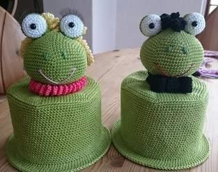 Klorollenhüte Frosch und Fröschin