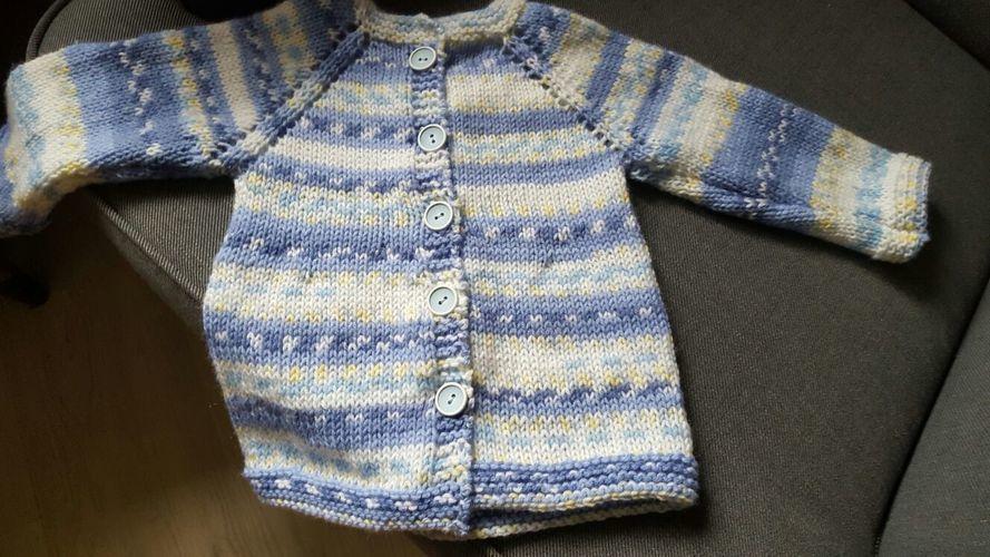 Makerist - Babyjacke mit Mützchen - Strickprojekte - 1
