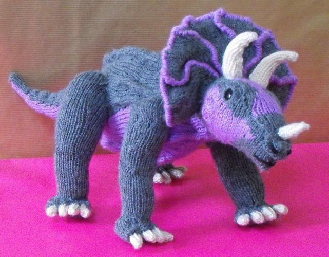 Makerist - Tracy Triceratops and Baby - Knitting Showcase - 2