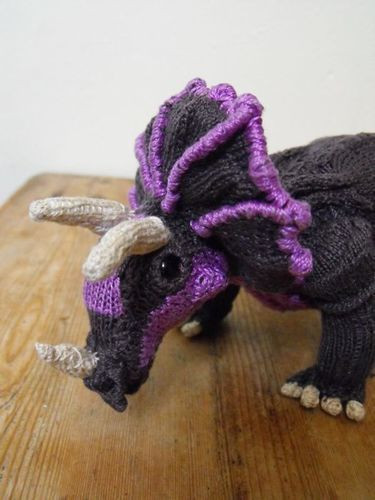 Makerist - Tracy Triceratops and Baby - Knitting Showcase - 3
