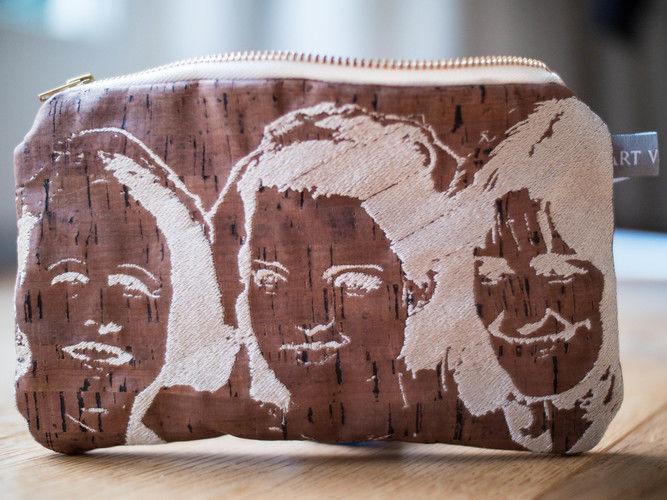 Makerist - Design Award Kork: Bestickte Kork-Kosmetiktasche - Nähprojekte - 1